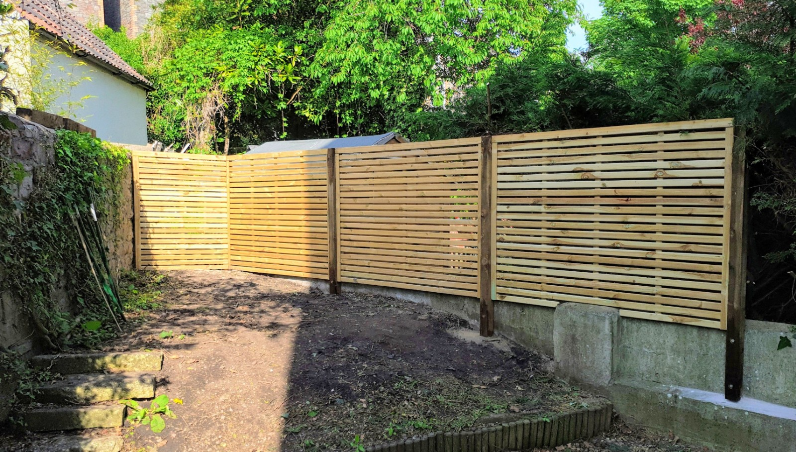 Avon Single Slatted Contemporary 4' High Panels.