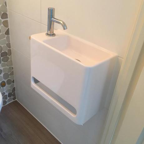Toilet onder trap, design fontein KJW Bouw Project: Haarlem