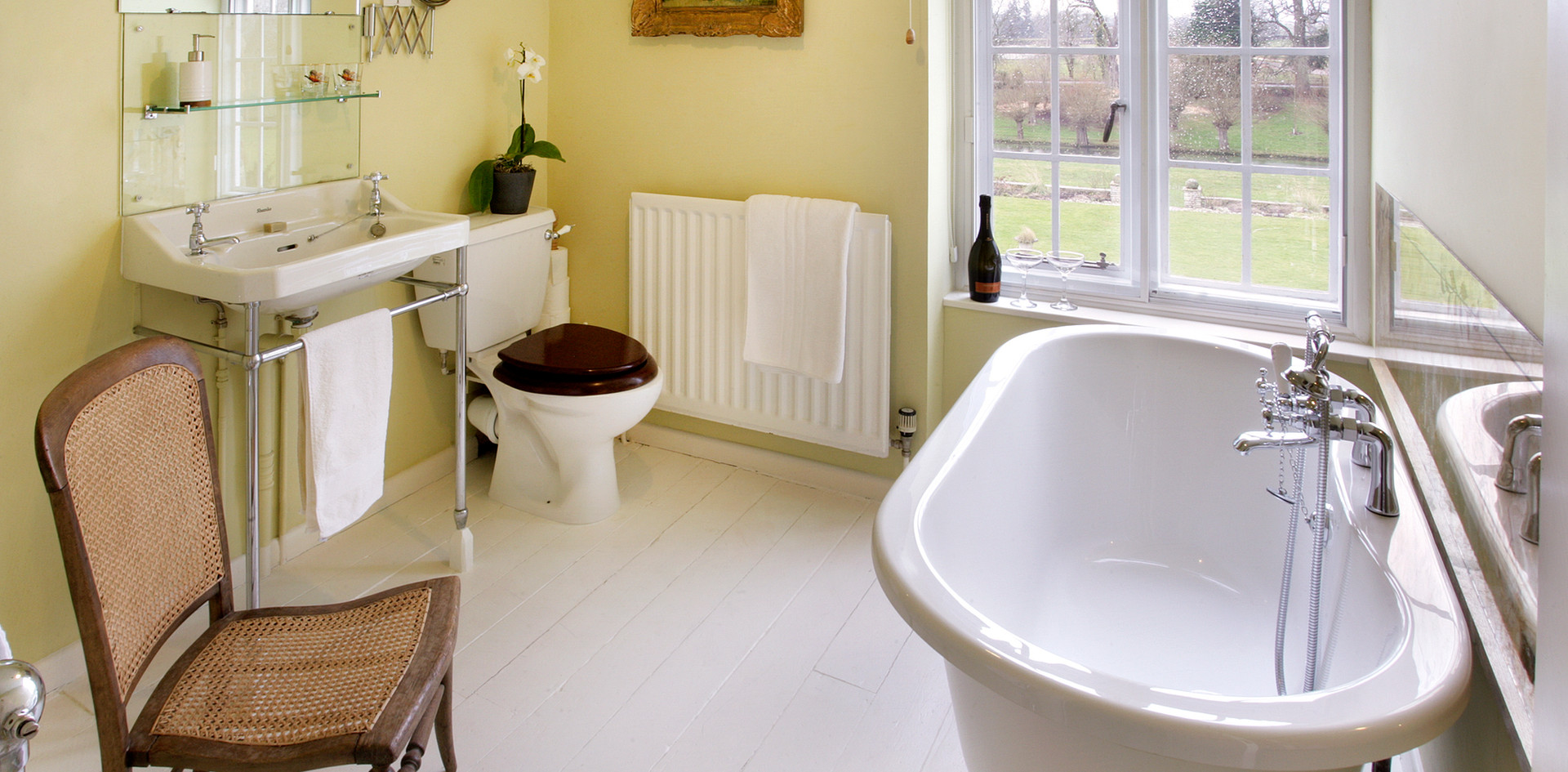 Christabel Carlisle roll-top bathroom