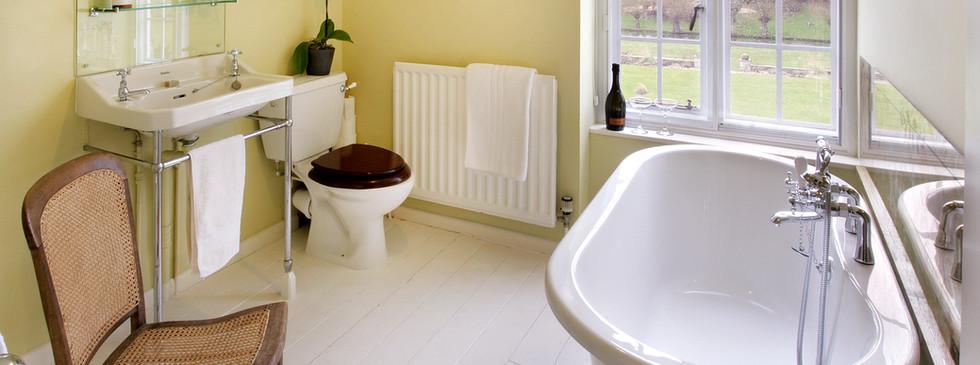 Christabel Carlisle roll-top bathroom