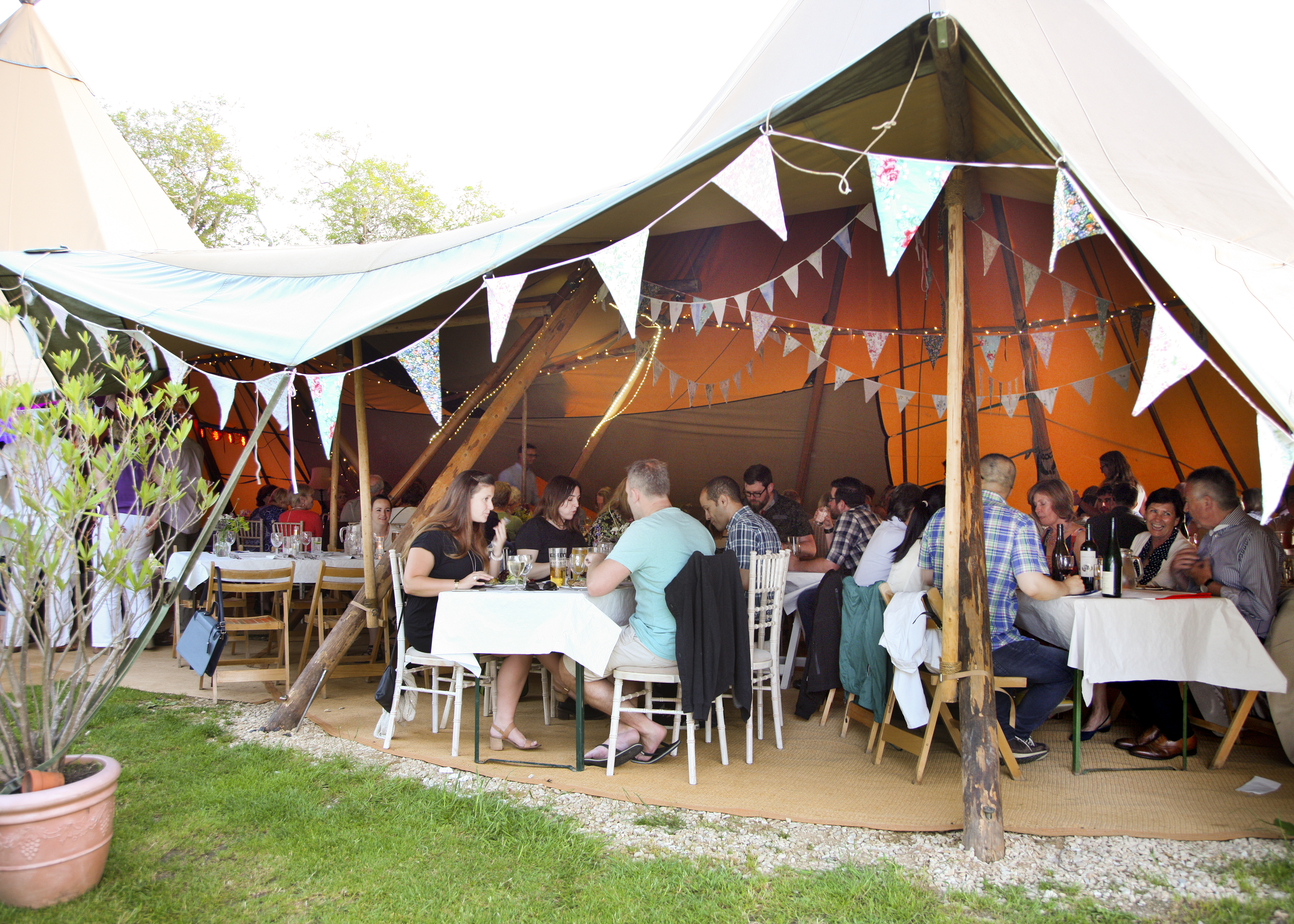 Relaxed dining in the tipi