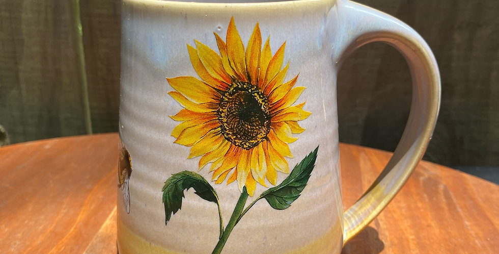 Sunflower and Bee Mug 011