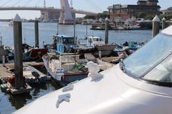 裝備950型探照燈的遊艇