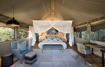 sable-alley-rooms-luxury-tent-bedroom-02