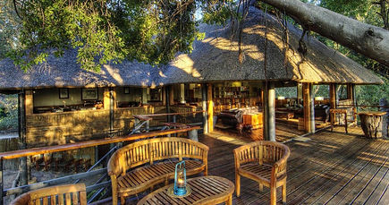 luxury-accommodation-lounge-camp-moremi.