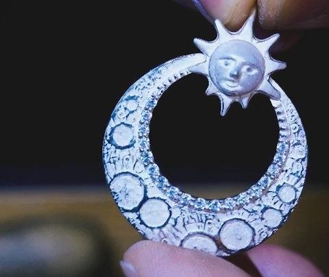 月と太陽のペンダントトップ