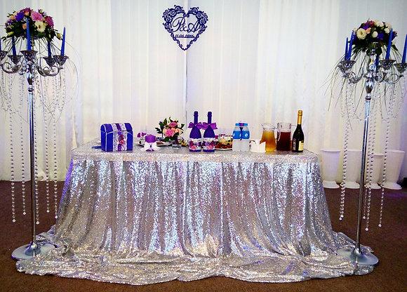Драппировка-скатерть стола серебряного цвета