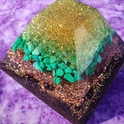 Pyramid Orgonite Center Piece