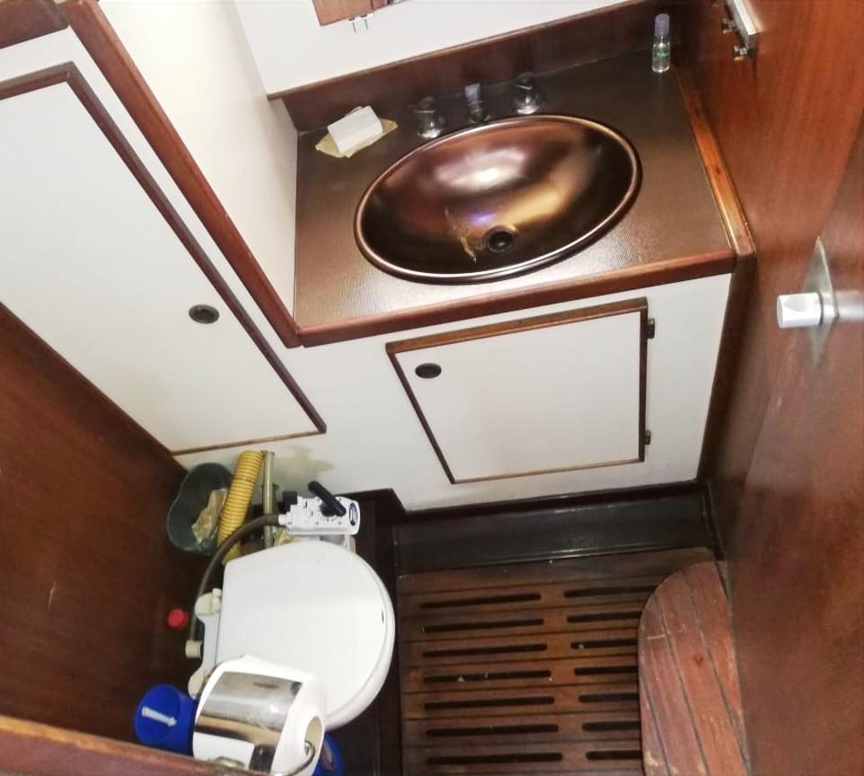Salle de bain voilier Jeanneau Space 1300 Panama