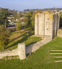 château pouzauges et esplanade