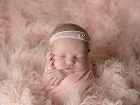 Newborn photography after 14 days old is OK!