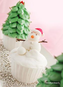 SnowMan CupCake.jpg