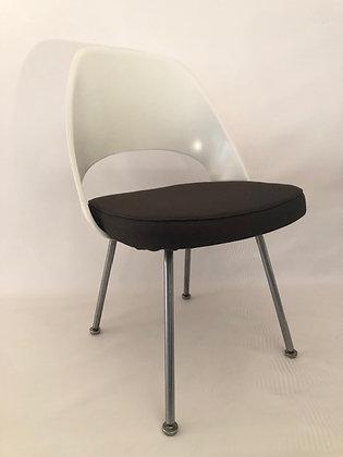 Eero Saarinen Konferenz Stühle