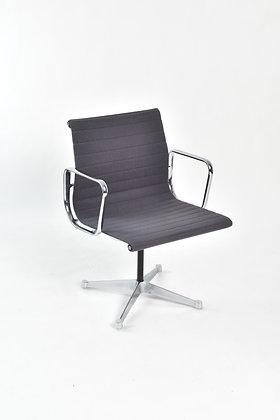 Charles & Ray Eames Aluminium Group Chair