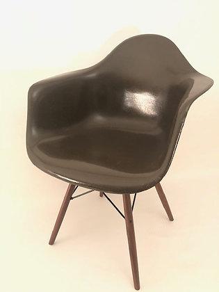 Eames Armchairs in Fiberglas DAW