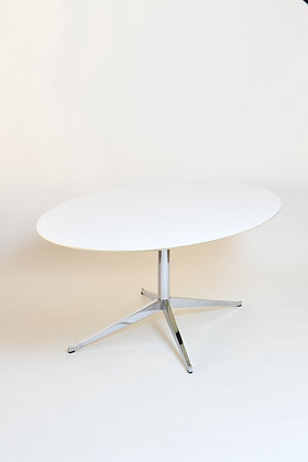 Florence Knoll Tisch oval