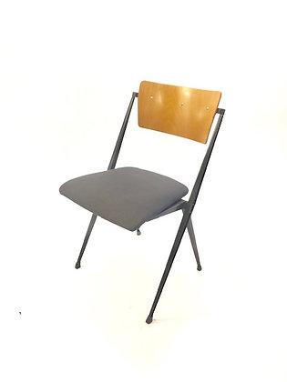 Pyramide Chairs von Wim Rietveld