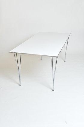 Fritz Hansen Tisch mit Spannbeinen