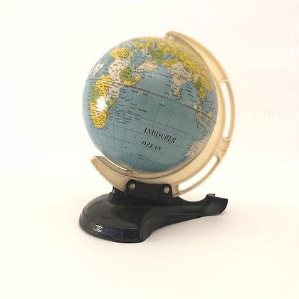 Globus aus Blech