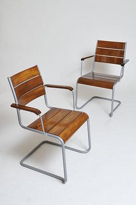 2 Freischwinger Stühle