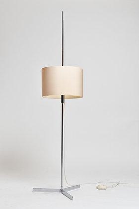 Stehlampe mit zylindrischem Schirm
