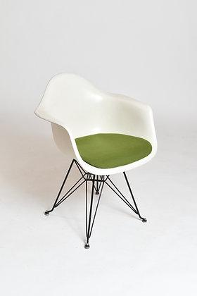 Eames Armchair Herman Miller DAR