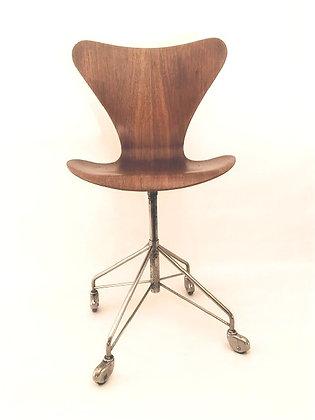 Arne Jacobsen Bürostuhl 3117