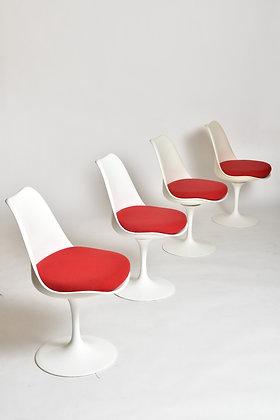 Eero Saarinen Tulip Chairs Set
