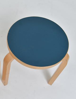 Alvar Aalto Hocker blau