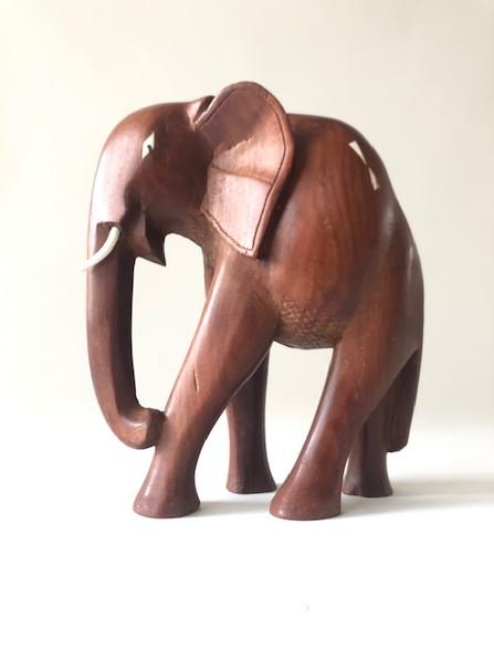 Teakelefant Skulptur