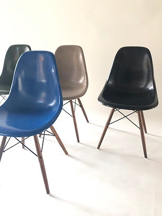 Eames Sidechairs in Fiberglas 4er Set