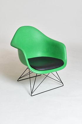 Eames Armchair mit Sitzpolster