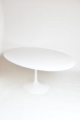 Eero Saarinen Tisch Oval