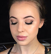 Flawless, Dewy Makeup