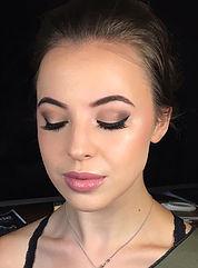 Flawless, Dewy Makeup