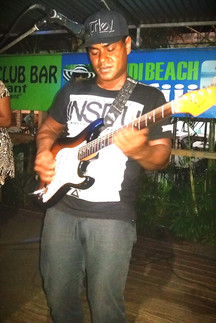 fiji-s-premier-guitarist_edited.jpg