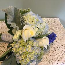 dusty miller blue hyd white roses b.JPG