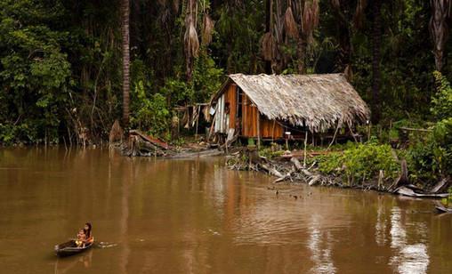 brazilian-indigenous-family-amazon-river