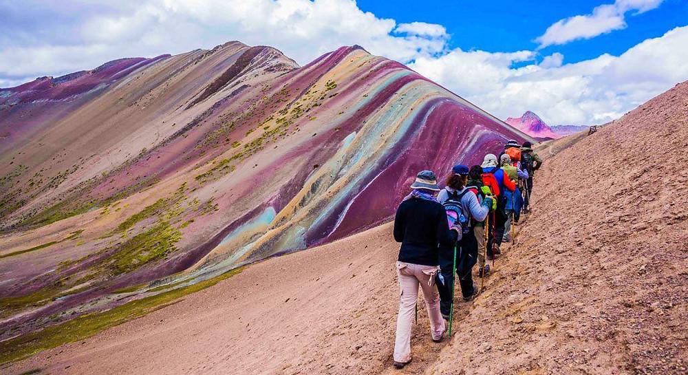 Peru Gökkuşağı Dağı Tırmanışı