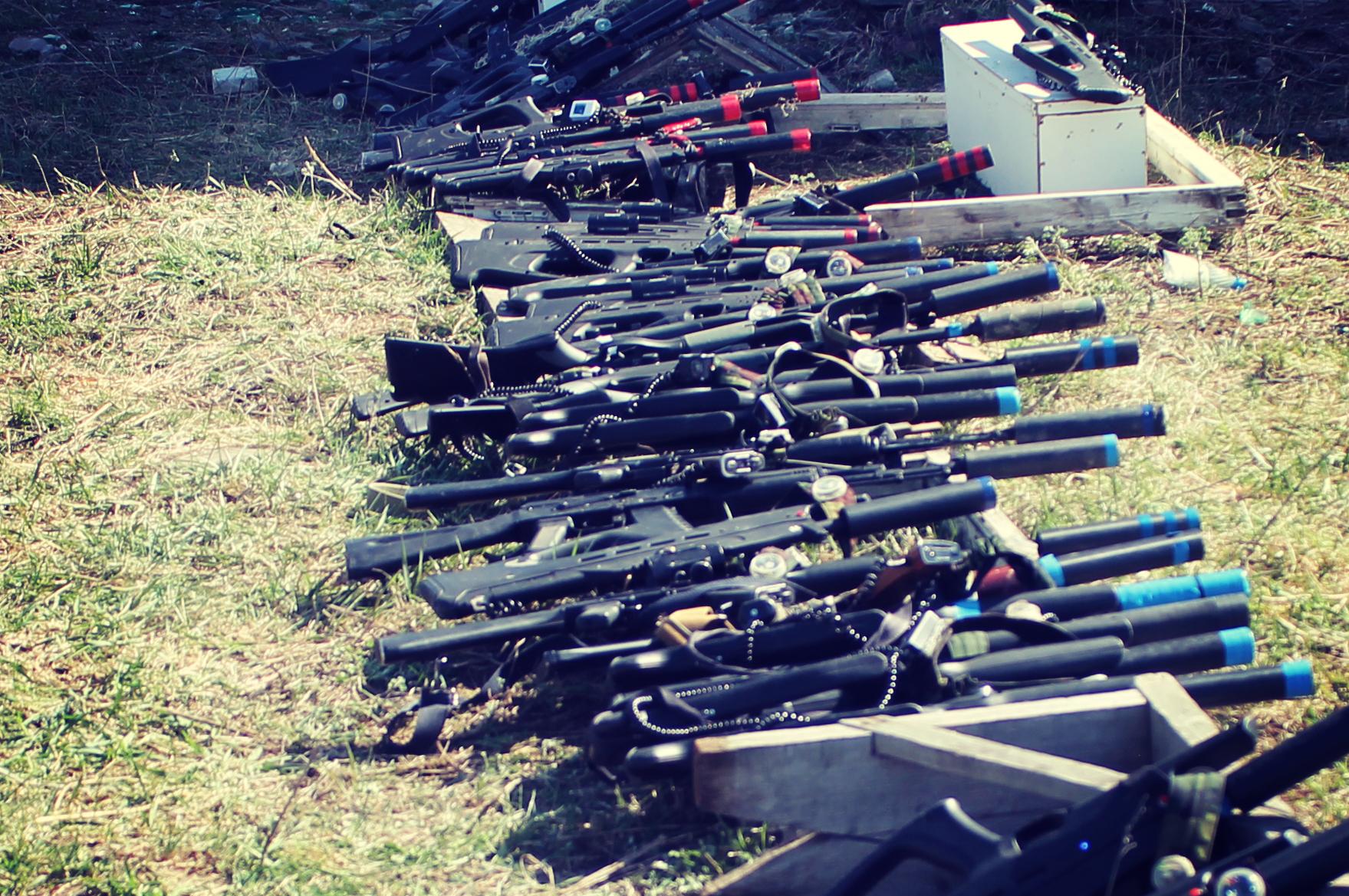 Более 20 комплектов оружия