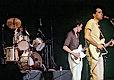 Image extraite du film Marie et les Garçons Fourvière 78 de Georges Rey. Sur scène, trois musiciens de Marie et les Garçons.