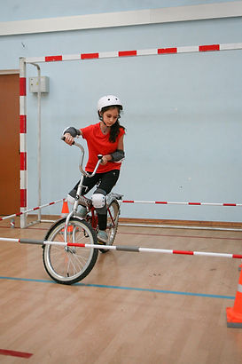 Фигурное вождение велосипеда - квадрат.j