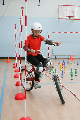 Фигурное вождение велосипеда.jpg