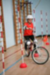 Фигурное вождение велосипеда-  Слалом.jp