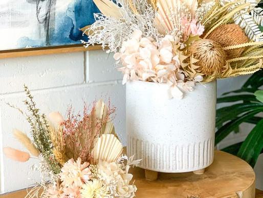 14 Inspirações de Arranjos com Flores Secas para Decorar - Lavabos sem Janelas