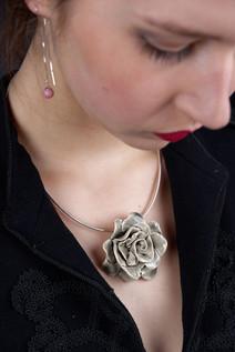 Tour de cou rose - Bijoux en céramique