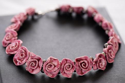 Collier rose - Bijoux en céramique