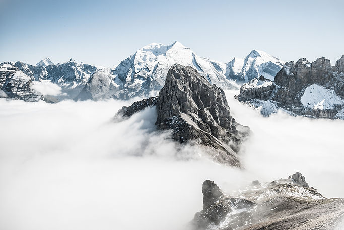 Montagnes dans le brouillard