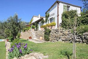 Provencalsk villa med pool og udsigt i Fayence