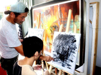 Awesome photo of Khiem (Vietnam) with a Deaf art student!